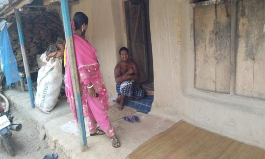 নওগাঁর নিয়ামতপুরে সরকারী নিষেধাজ্ঞা অমান্য করে (এনজিও) কর্মীর দৌরাত্ব